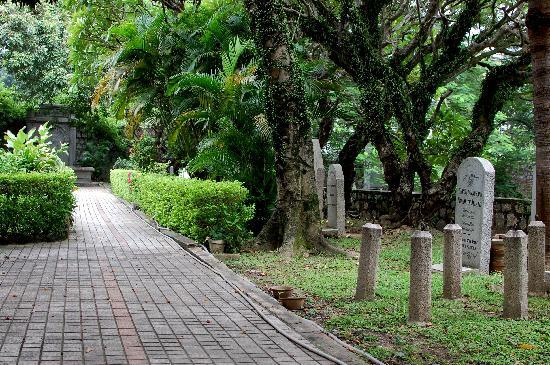 Old Protestant Cemetery: Upper level