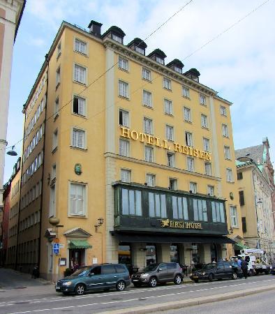 First Hotel Reisen: front of hotel