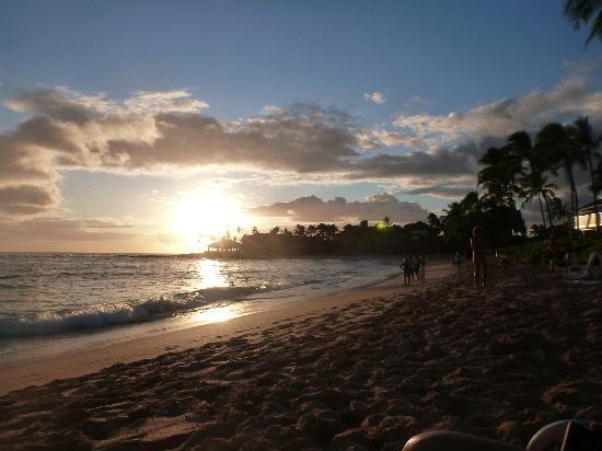 Kiahuna Plantation Resort: Sunset
