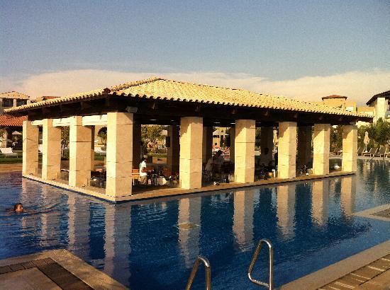 The Romanos Resort, Costa Navarino: pool bar paradise