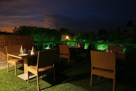 Platinum Suites: Rooftop ambiance is excellent .
