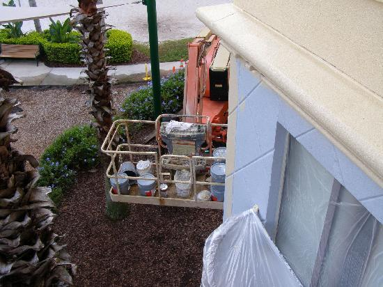 Wyndham Bonnet Creek Resort: View of cherry-picker and paint supplies outside our balcony area