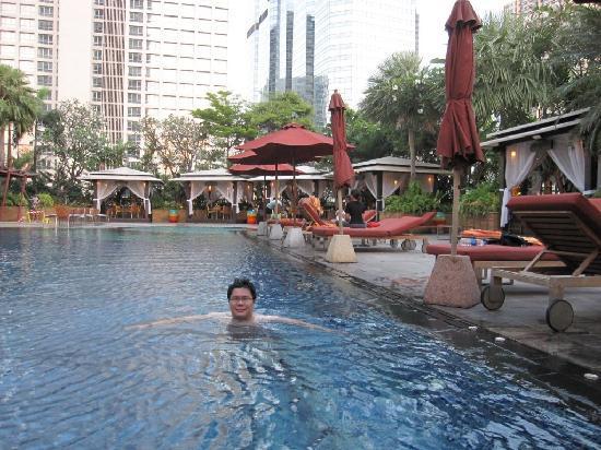 แอสคอทท์ สาธร บางกอก: the refreshing pool