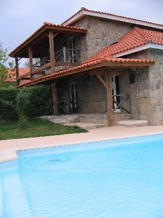 Vistabela Estalagem: Pool and building