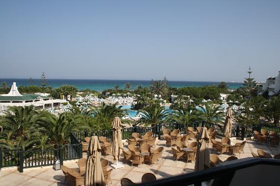 Vincci El Mansour: out side bar above pool
