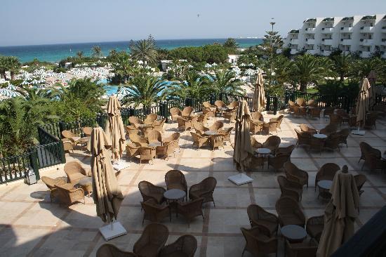 Vincci El Mansour: bar above pool