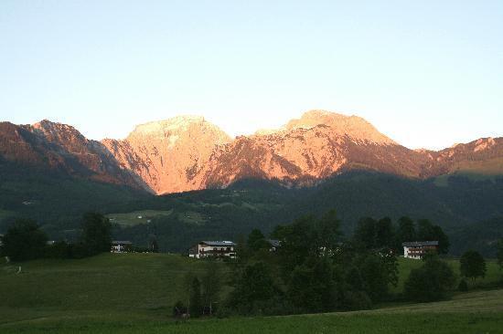 Alpenhotel Zechmeisterlehen: Sonnenuntergang vom Balkon aus beobachtet