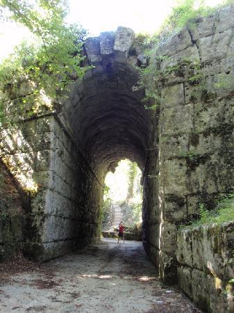 La Torriola : Massa Martana, Ponte Fonnaia an der röm. Via Flaminia, 220 v.Chr.