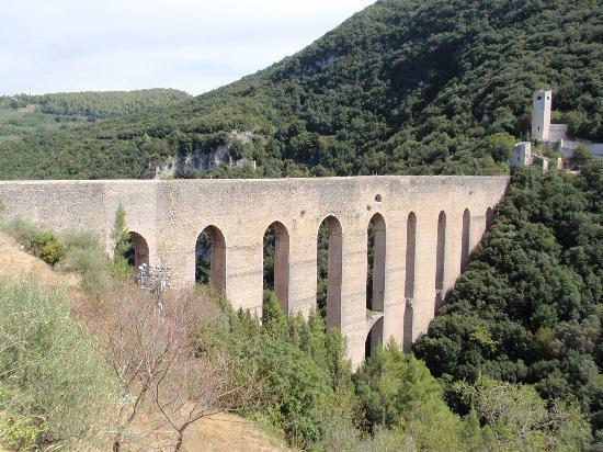 La Torriola : Spoleto, Talübergang Ponte delle Torri