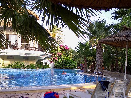 Tui Magic Life Africana: vue sur la petite piscine calme et reposante