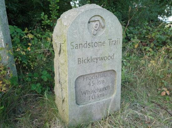 Sandstone Trail: Distance marker