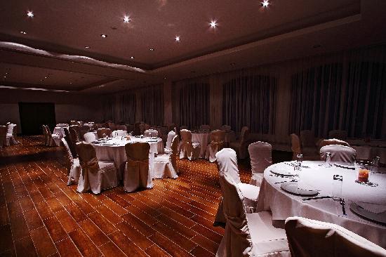 Siris Hotel: restaurant
