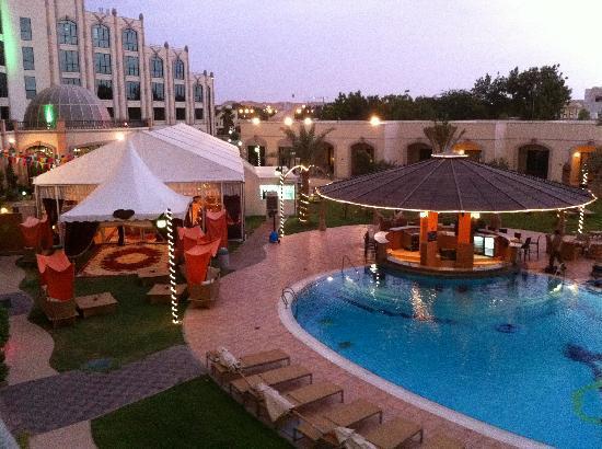 Al Ain Rotana Hotel: Vista dal terrazzo della stanza durante il ramadan