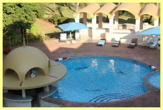 Rainbow Hotel Victoria Falls: Poolview