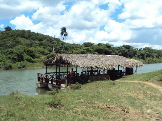 Pro excursions Bayahibe: arriver au bateau pour déjeuner et balade sur le fleuve