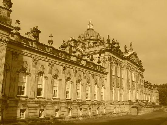 Castle Howard: Main front to gardens