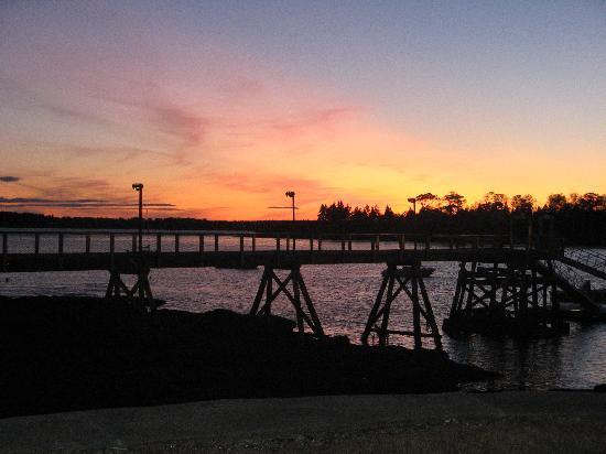 Ocean Point Inn and Resort: Dusk