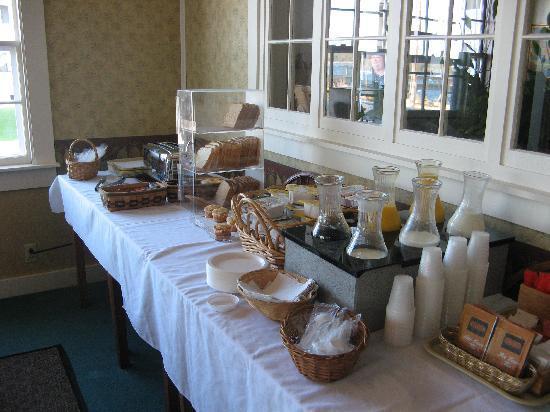 Ocean Point Inn and Resort: Continental breakfast