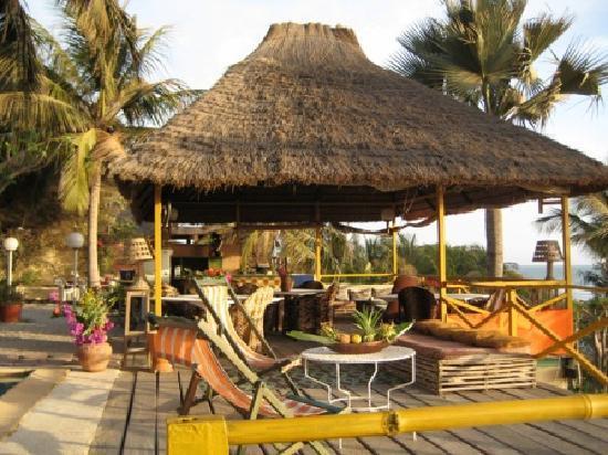 Mansa Lodge: Case restaurant façe à la mer
