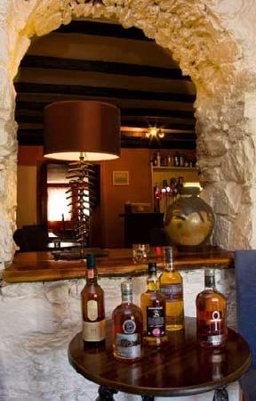 West Loch Hotel: Whisky in the bar!