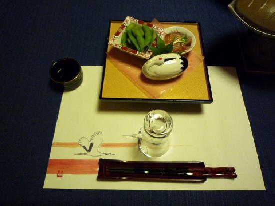 Kansuiro: お祝い仕様の敷物と器