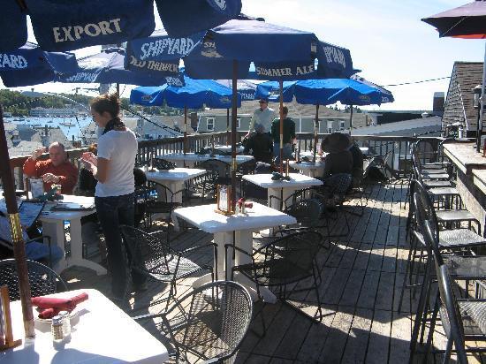 Boathouse Bistro Tapas Lounge & Restaurant: Third floor deck