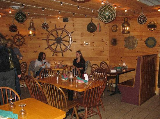 Boathouse Bistro Tapas Lounge & Restaurant: First floor dining room