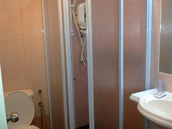 Central Hotel Sandakan: The bathroom