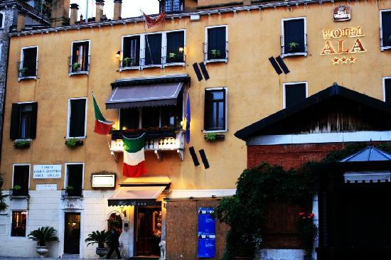 Hotel Ala - Historical Places of Italy: Front of Hotel