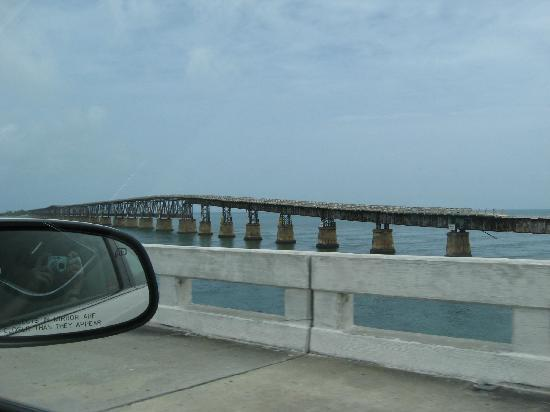 Seven Mile Bridge: VIew of the old rail bridge from the road bridge