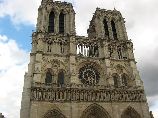 มหาวิหารน็อทร์-ดาม: Front of cathedral