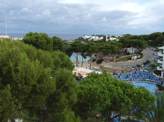 Inturotel Esmeralda Park: Pool and beach from roof