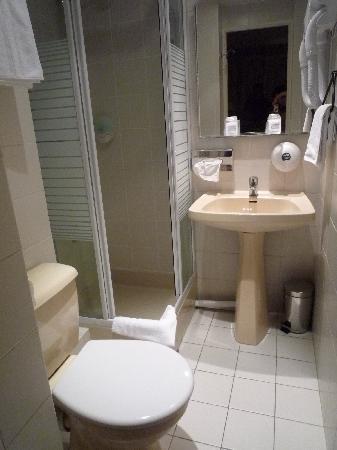 Hotel de l'Avre: bathroom