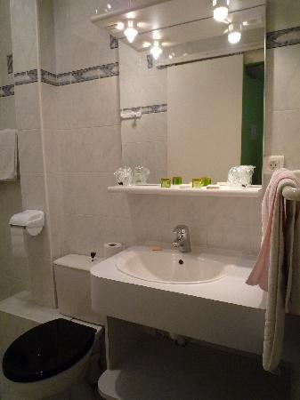 Hotel de l'Avre: bathroom
