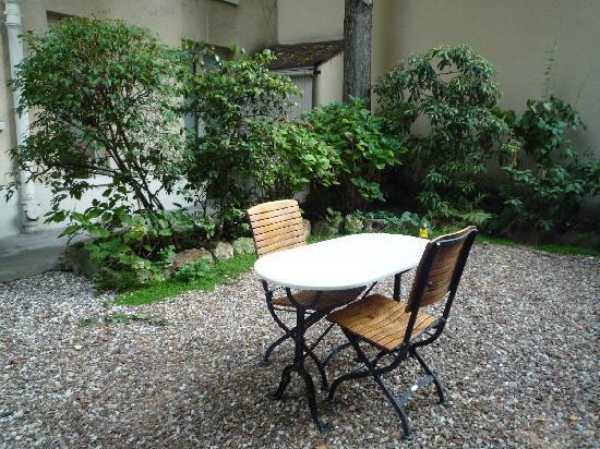Hotel de l'Avre: garden