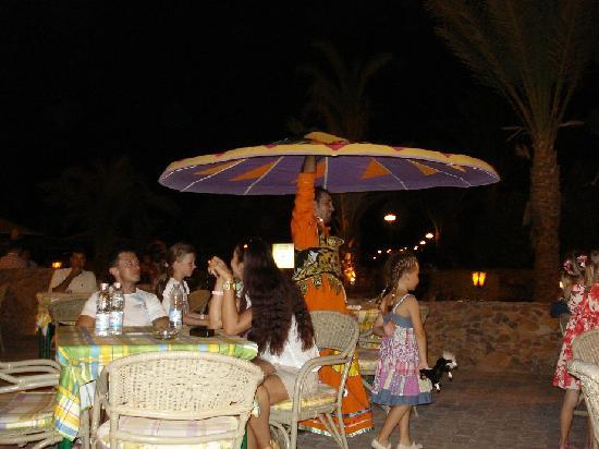 Menaville Resort: Tanoura show