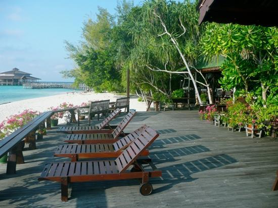 Lankayan Island Dive Resort: Sun deck outside the dining room