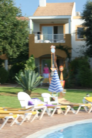 Isla Del Aire Apartments: Our apartment from the pool.