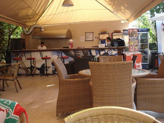 Navy Hotel: pool bar