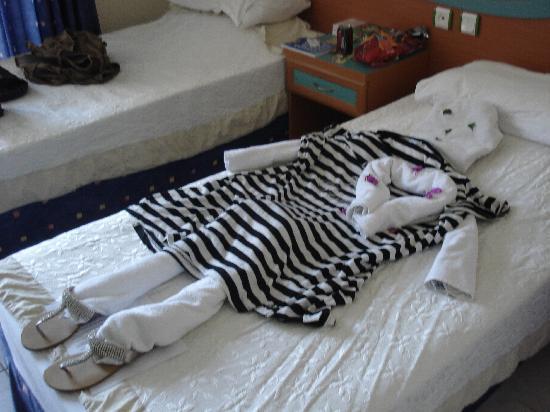 Navy Hotel: towel figure