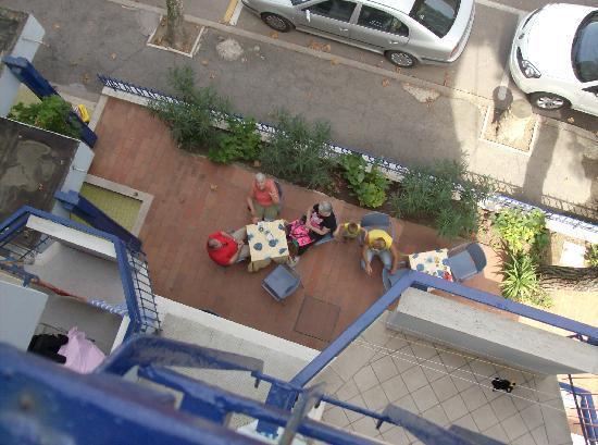Hotel Canasta: cortile davanti