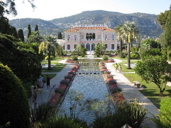 Villa & Jardins Ephrussi de Rothschild: vila with the fountain