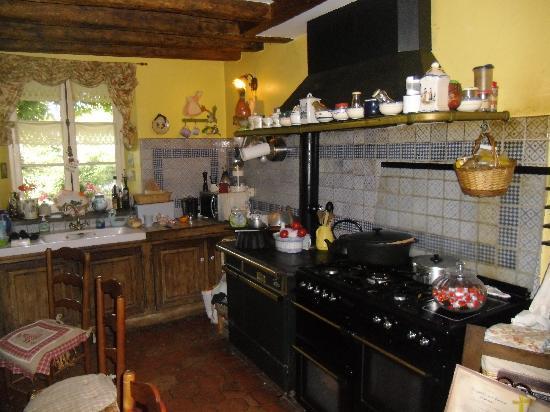 A l'Ombre Bleue: La cucina