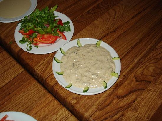 Restaurant Ali Baba 1: salad: tehina, ghanog, fresh salad