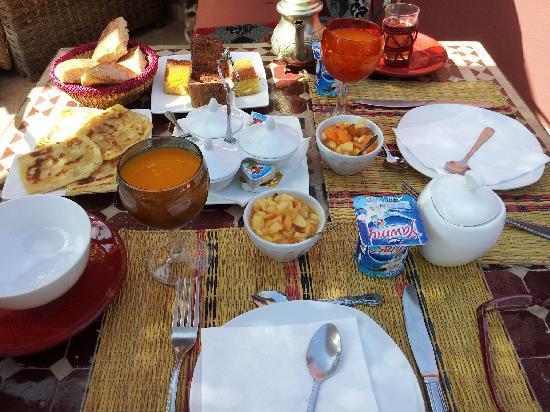 Riad La Porte Rouge: Desayuno en la azotea