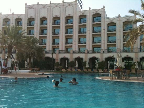Al Ain Rotana Hotel: pool