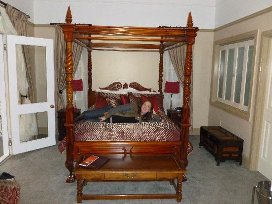 Bli Bli House Luxury Accommodation: Now I want a four poster bed at my house!