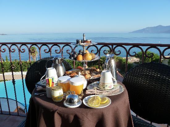 Demeure Loredana : Petit-déjeuner - vue sur la mer