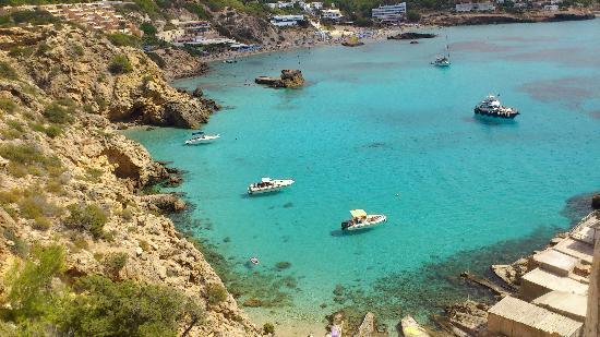 Hotel Playasol Riviera: il mare di Ibiza, non male no?