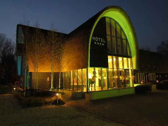 Hotel De Roode Schuur : L'esterno dal parcheggio privato